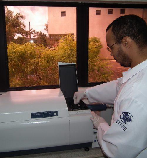 Espectrometro de Dicroísmo Circular e Absorbância no UV-visível