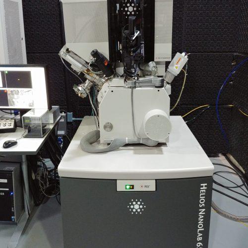 Microscópio de feixe duplo FEI SEM/FIB DualBeam Helios NanoLab 650