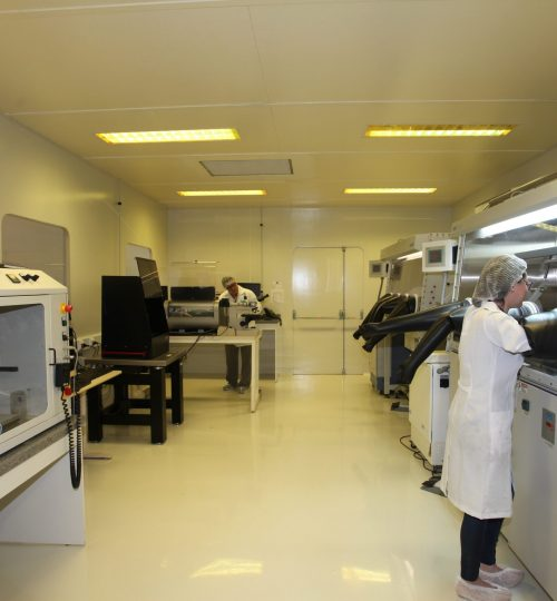 Laboratório de apoio do CTI-Nano para deposição e processamento físico- químico de nanomateriais e dispositivos em atmosfera inerte