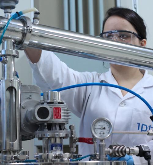 Cristalização de produto em reator piloto